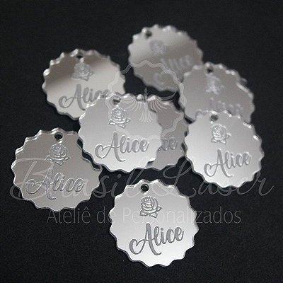 1 Medalhinha Flor com Nome - para lembrancinha / Bem Casado / Bem Vivido em Acrílico - Várias Cores - Personalizado - Ver opções dentro do anúncio - Quantidade Mínima : 10 Unidades iguais