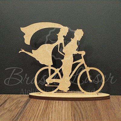 Topo De Bolo Casal na Bicicleta com 20cm (maior lado da peça) - Cor à Escolher