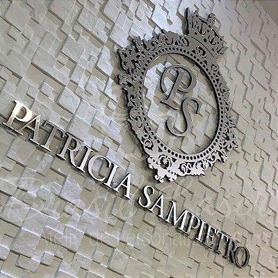 Logomarca em Acrílico Espelhado Prata  com 1 metro de largura no nome e brasão com 40 cm de altura.