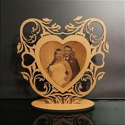 Topo De Bolo Personalizado com Foto Casal Gravado - Tamanho com 14cm (maior lado da peça) - MDF