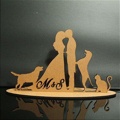 Topo De Bolo Casal com Cachorros e Gato - com 14cm (maior lado da peça) - Cor à Escolher