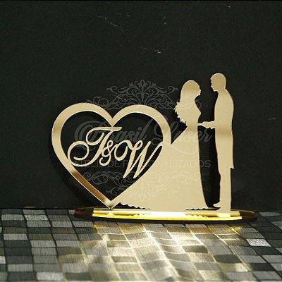 Topo De Bolo Casal com Iniciais - com 14cm (maior lado da peça) - Cor à Escolher