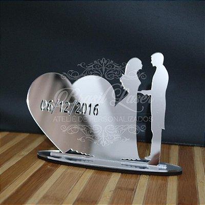 Topo De Bolo Casal com Data - com 14cm (maior lado da peça) - Cor à Escolher
