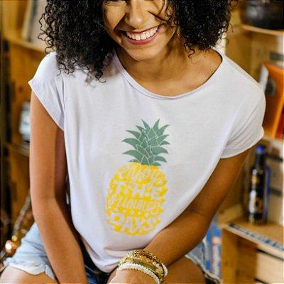 Blusa cropped feminina branca estampa abacaxi