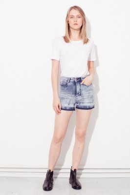 Amapô Short jeans Cintura Alta Acid