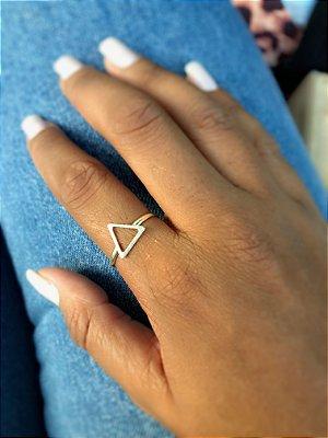 Anel triângulo vazado