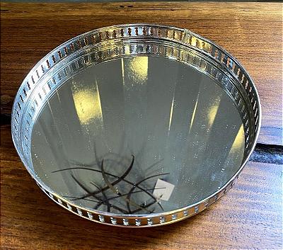 Bandeja de metal com espelho