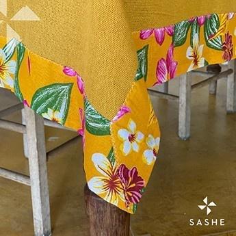 Toalha de Mesa Amarela com barra Floral