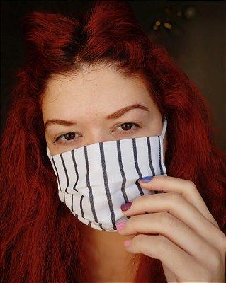 Máscara de tecido listrada preto e branco