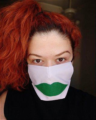 Máscara de tecido boca lilás
