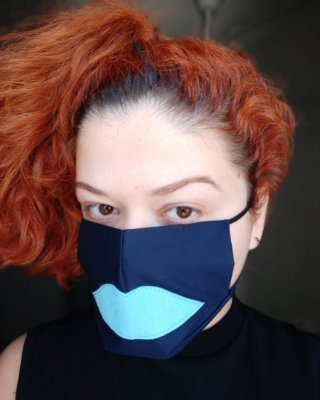 Máscara de tecido marinho boca azul claro