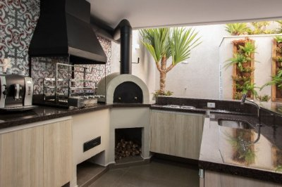 23- Churrasqueira com Forno De Pizza, SPA com Deck - Projeto Luciana Bicheri