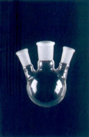 Frasco para Destilação com Três Bocas Esmerilhadas Sendo Duas Angulares