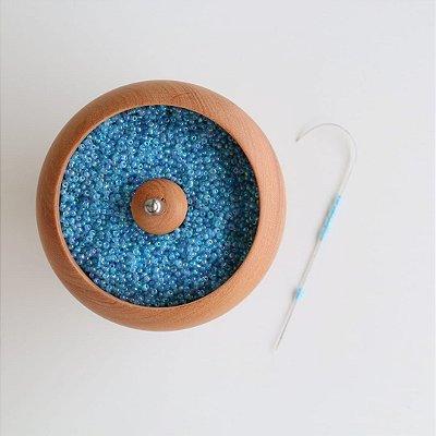 Potinho giratório para colocar miçangas/canutilhos no fio