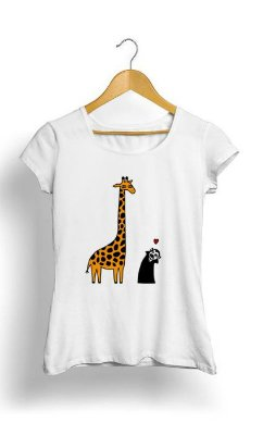 Camiseta Feminina Tropicalli Giraffa e Vampiro