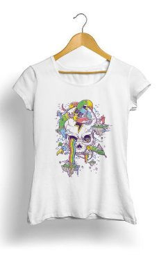 Camiseta Feminina Tropicalli Flying Rainbow Skull Island