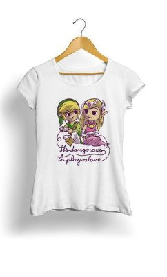 Camiseta Feminina Tropicalli It's dangerous to play alone