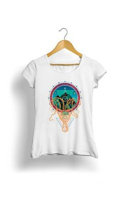 Camiseta Feminina Tropicalli Octopus Holding Mountain