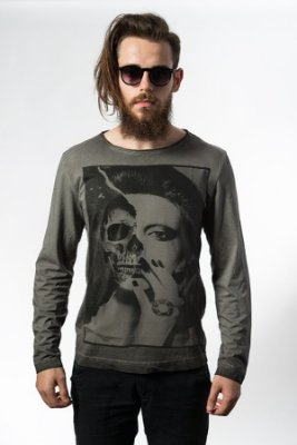 Camiseta Estonada Manga Longa Skull Girl