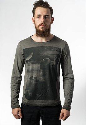 Camiseta Estonada Manga Longa Clouds