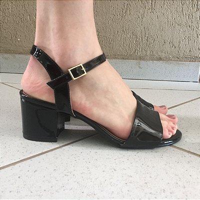 Sandália Salto Baixo de Verniz Preto Offline