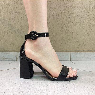 Sandália Salto Médio de Verniz Offline