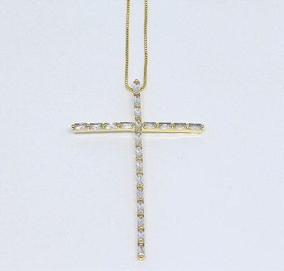 Gargantilha com crucifixo em zircônias retangulares