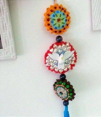 Espírito Santo Decorativo em Crochê e Pedraria