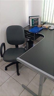 Mesa e cadeira diretor usados em ótimo estado