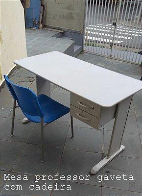 Conjunto mesa e cadeira Professor. R$100,00