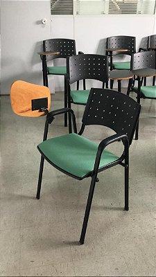 Cadeiras Universitárias Semi Novas em polipropileno, assento estofado