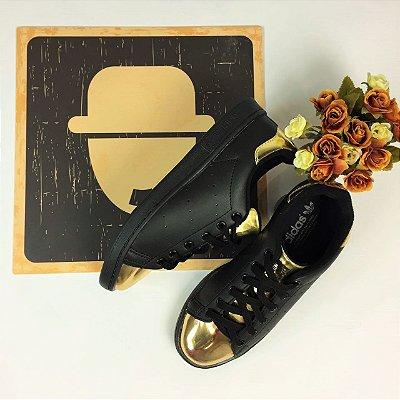 Tênis Casual Preto & Dourado - Adidas Inspired