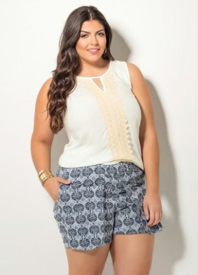 Blusa com Renda Frontal Branca Plus Size