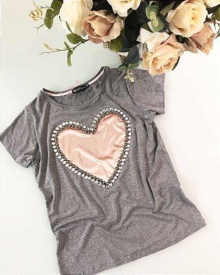 T-Shirt Coração e Strass