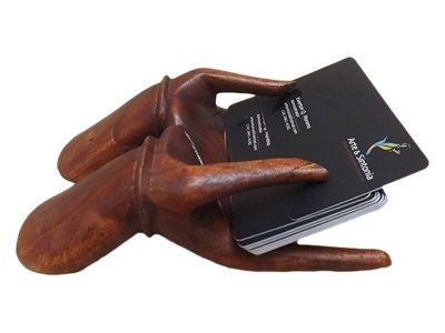 Porta Cartões Mãos em Madeira de Bali