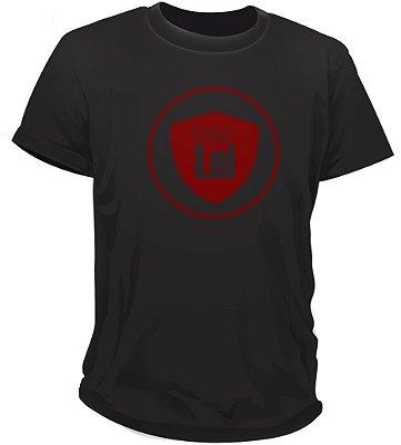 Camiseta Casa de Lei | Preta com logo vermelho
