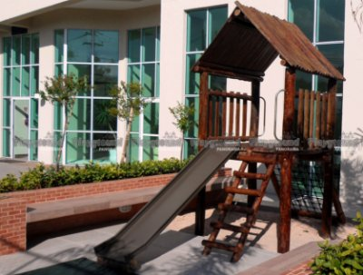 Playground ecológico Casinha do Tarzan em eucalipto tratado/ Condomínio Esplanada Miró