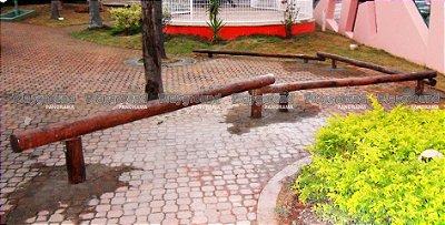 Barra de equilíbrio multidirecional em eucalipto tratado / Colégio Objetivo Centro