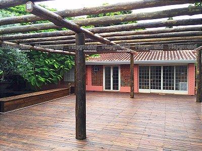 Pergolado em eucalipto tratado / Instalado em chácara no bairro Alvorada em Araçoiaba da Serra
