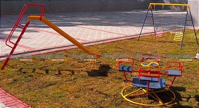 Playground metálico / Residencial Vista da Colina