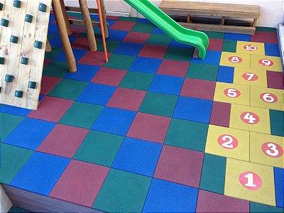 Tapete emborrachado para playground