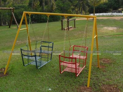 Playground infantil modelo Balanço baby com duas gôndolas