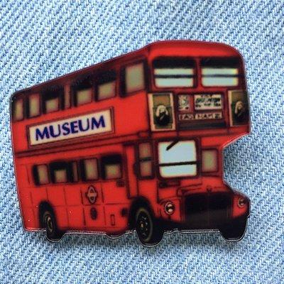 pins | red bus | coleteria