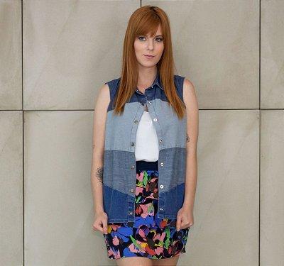 colete jeans de patchwork | cara de uma | coletânea santa do pau oco