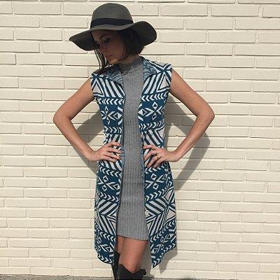colete e vestido de tricô | cosmopolitan azul | coleteria in the city