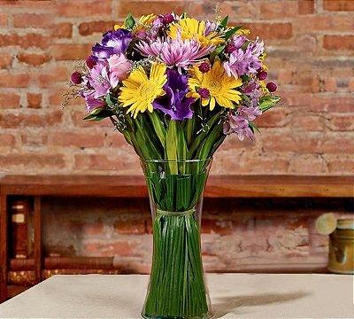 Buquê mix de flores amarelas e lilás