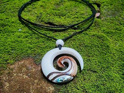 Colar Maori Espiral Koru Abalone
