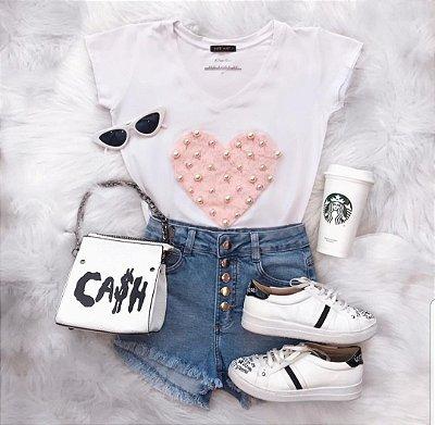 T-shirt Coração de Pelinhos Rosa + Pérolas | Branca - Petit Rosè