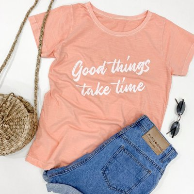 T-shirt Good Things Take Time - Cor: Salmão - In Love