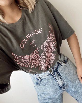 T-shirt Over Courage Just Fly (Coragem, apenas voe)  Cinza   In Love